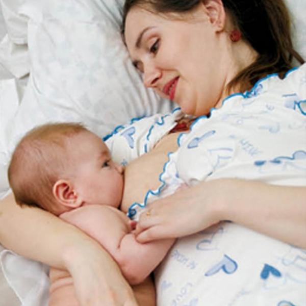 Сон ребёнка на руке у матери